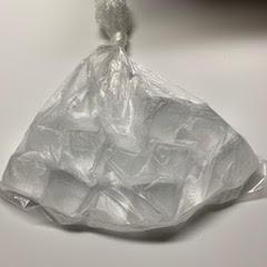 ビニール袋と氷で作った手作り氷嚢